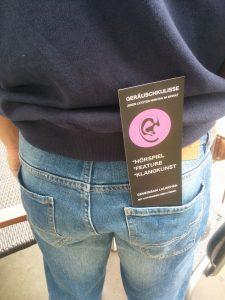 Die Hörspielveranstaltung in Leipzig: Geräuschkulisse-Flyer in Hosentasche