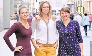 Die Kuratorinnen in der Leipziger Innenstadt: Carina Pesch, Martina Weber, Lena Löhr