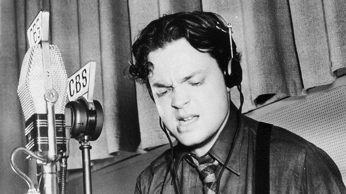 Orson Welles am Mikrofon