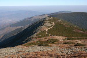 Hörspielprogramm: Blick auf einen tschechischen Bergkamm