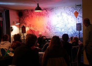Veranstaltungsfoto: Autor Jens Nielsen und Publikum